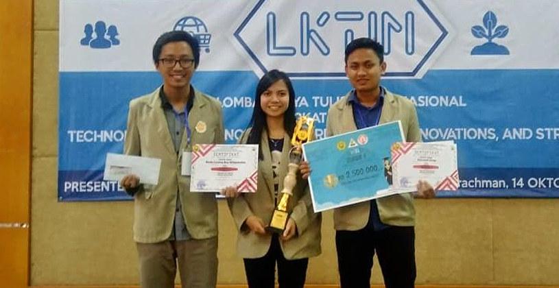 Mahasiswa Ugm Meraih Juara 1 Lomba Karya Tulis Ilmiah Tingkat Nasional Di Universitas Jember
